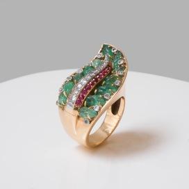 Mauboussin - Bague en or, émeraudes, diamants et rubis - vers 1940