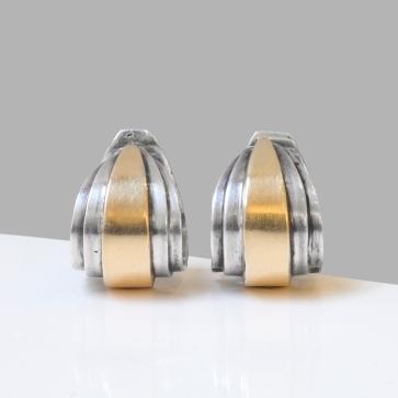 """René Boivin - Clips d'oreilles modèle """" Trois plans"""" en or et argent - 1933"""