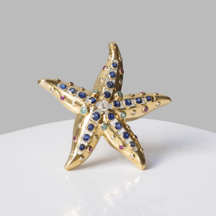 """René Boivin - Broche """"Etoile de mer"""" en or, émeraudes, rubis, diamants et saphirs"""