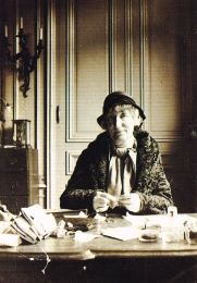 Madame Boivin à son bureau avenue de l'Opéra, 1931.