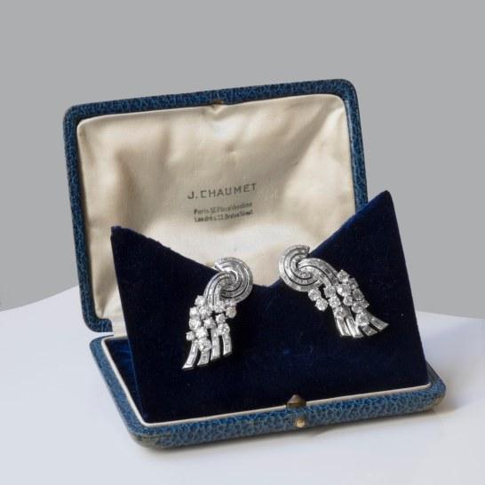 Chaumet - Paire de clips d'oreilles en platine et diamants - 1935/1940